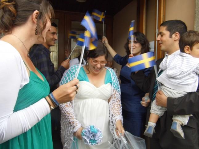 Haie d'honneur sortie des mariés drapeau Suédois