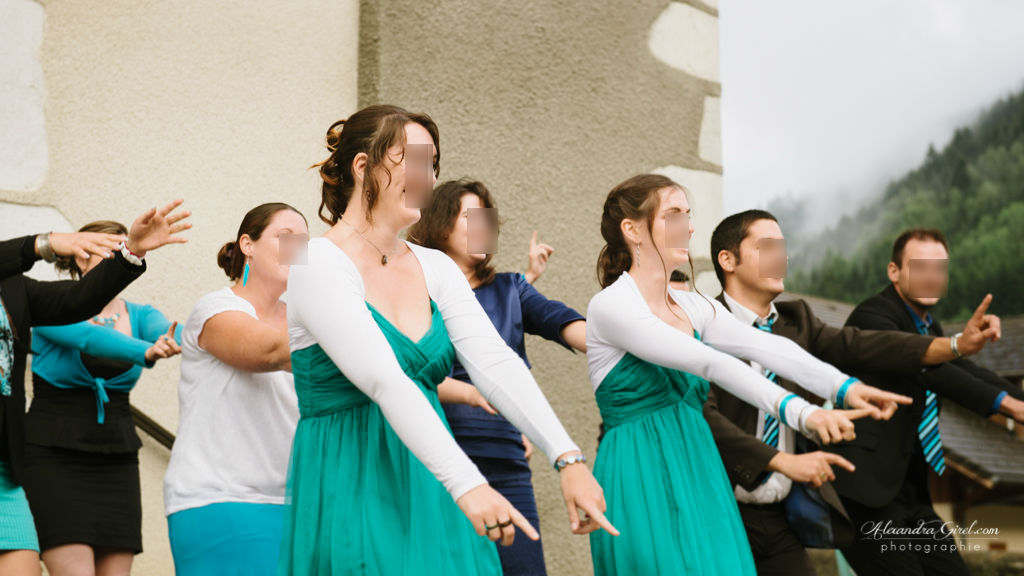 Flash mob mariage devant église