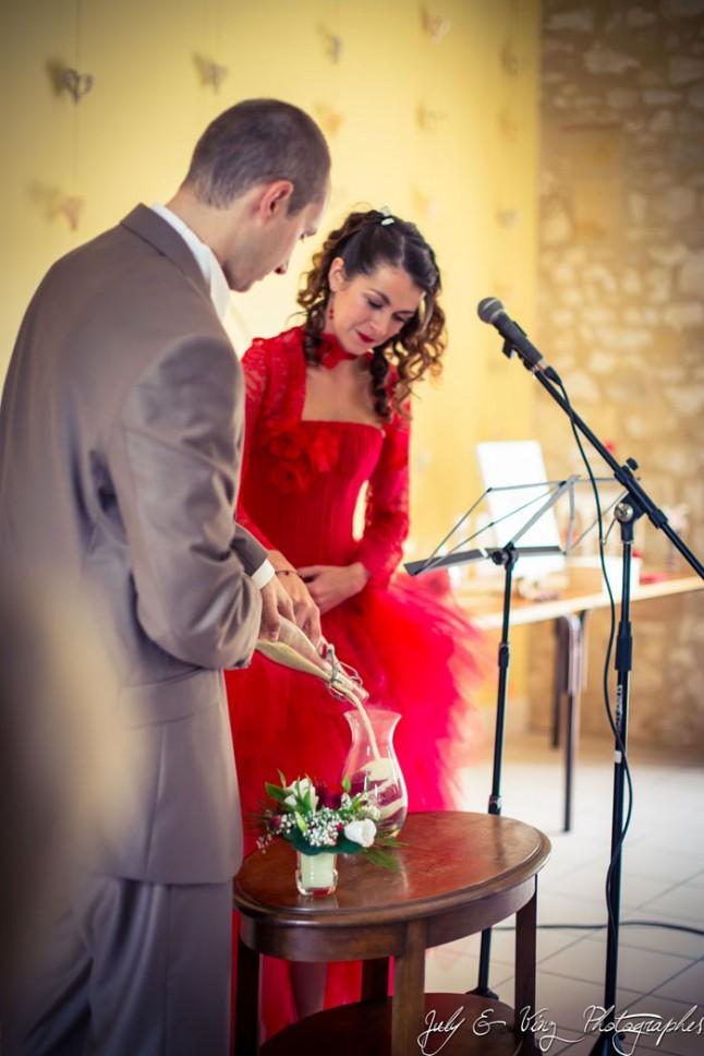 mariage en rouge cérémonie laïque rituel du sable