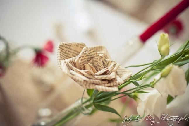 mariage en rouge déco de table fleur en papier