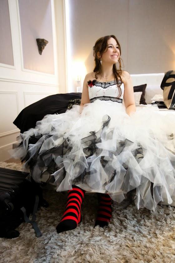 Future mariée robe de princesse et chaussettes rayées