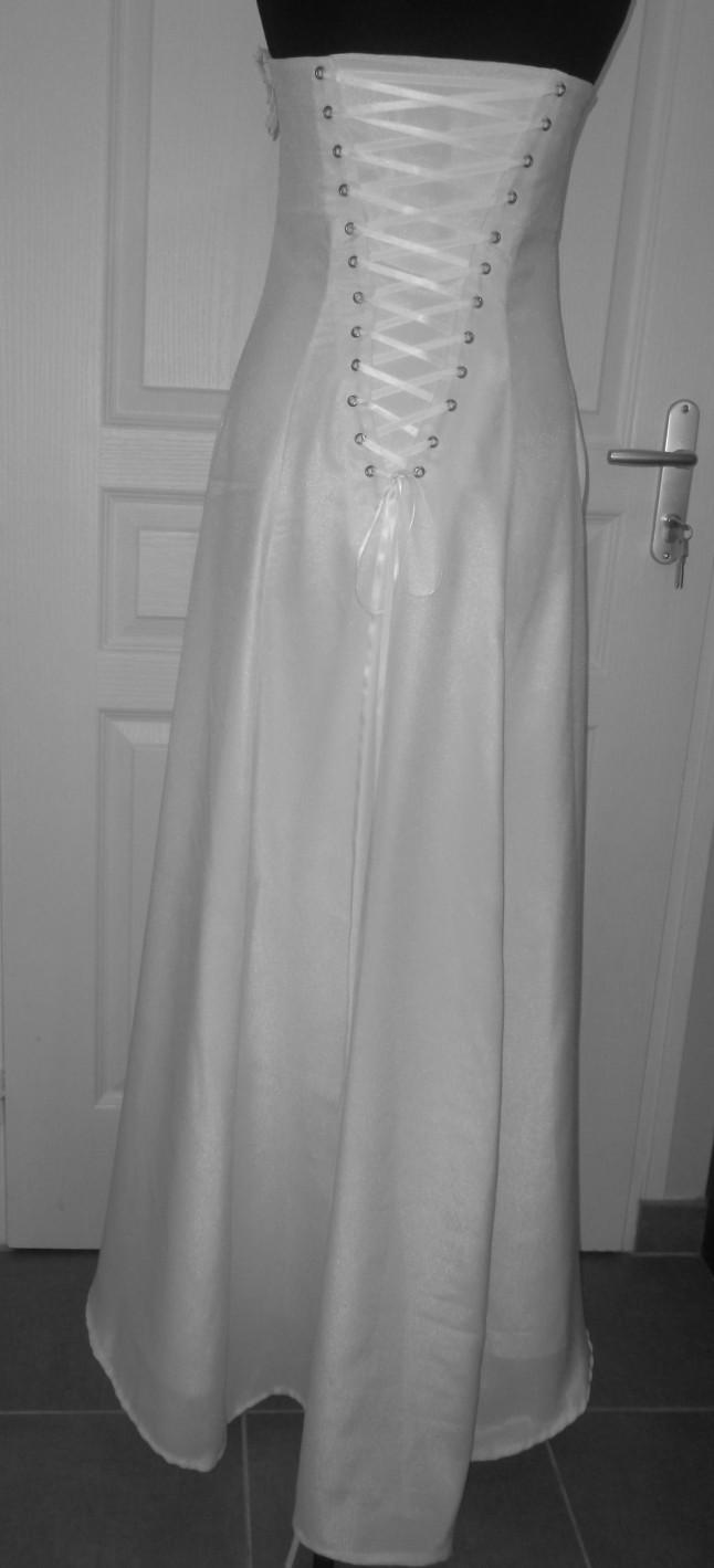 Robe de mariée lacée au dos