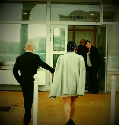 mariage arrivée à la mairie