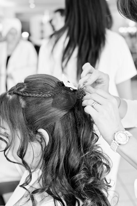 Coiffure de mariée cheveux semi-lâchés tresse et noeud
