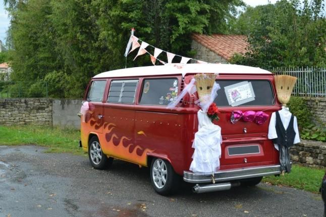 Combi voiture-balai de mariage décoré