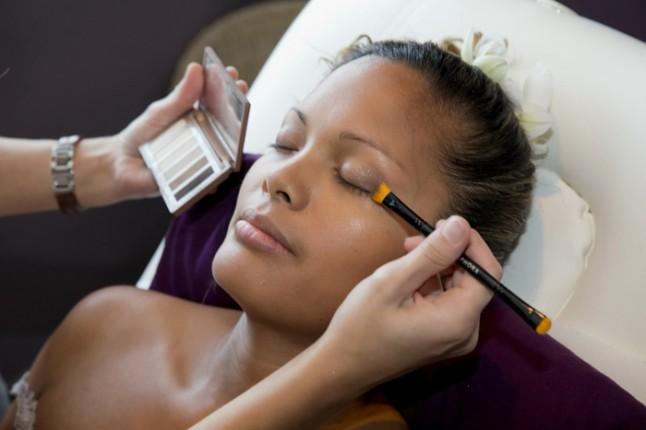 mariage couleurs Indonésie - préparatifs maquillage mariée