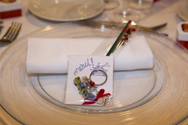 mariage couleurs Indonésie - cadeau pour invités porte-clé