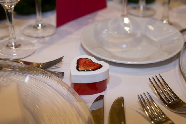 mariage couleurs Indonésie - cadeau pour invités boîte coeur