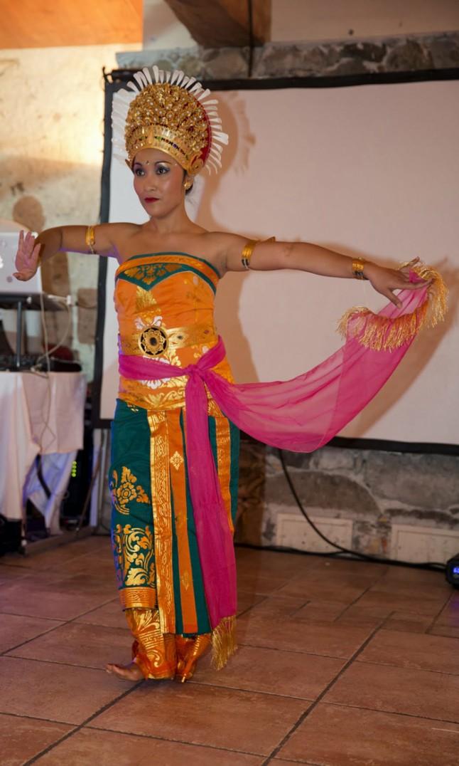 mariage couleurs Indonésie - danseuse balinaise
