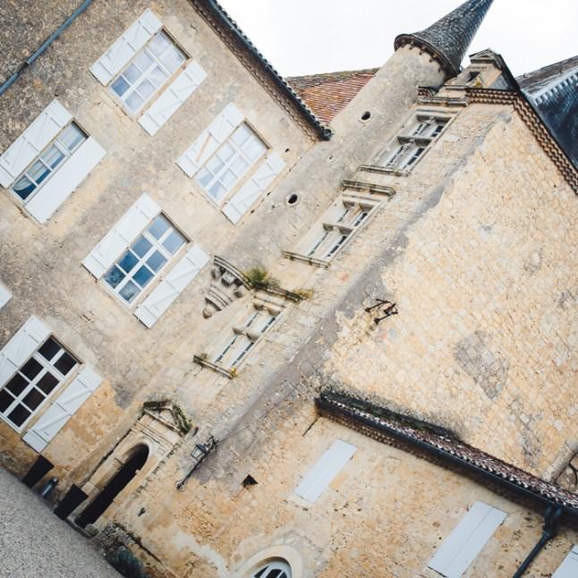 Cour intérieure petit château gersois réception mariage