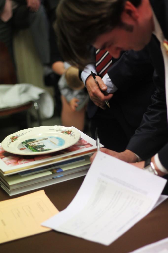 assiette cadeau de la mairie aux jeunes mariés