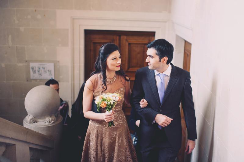 Futurs mariés escalier Mairie de Nantes