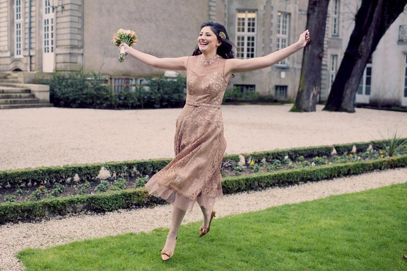 course de la mariée sur les pelouses de la mairie