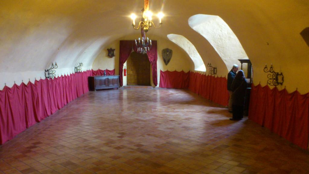 Château futurs mariés salle voûtée