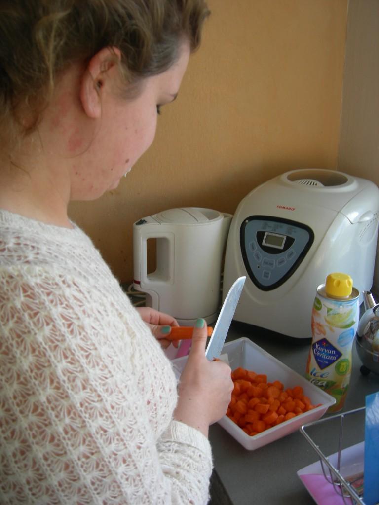 recette du parmentier de canard : couper les carottes
