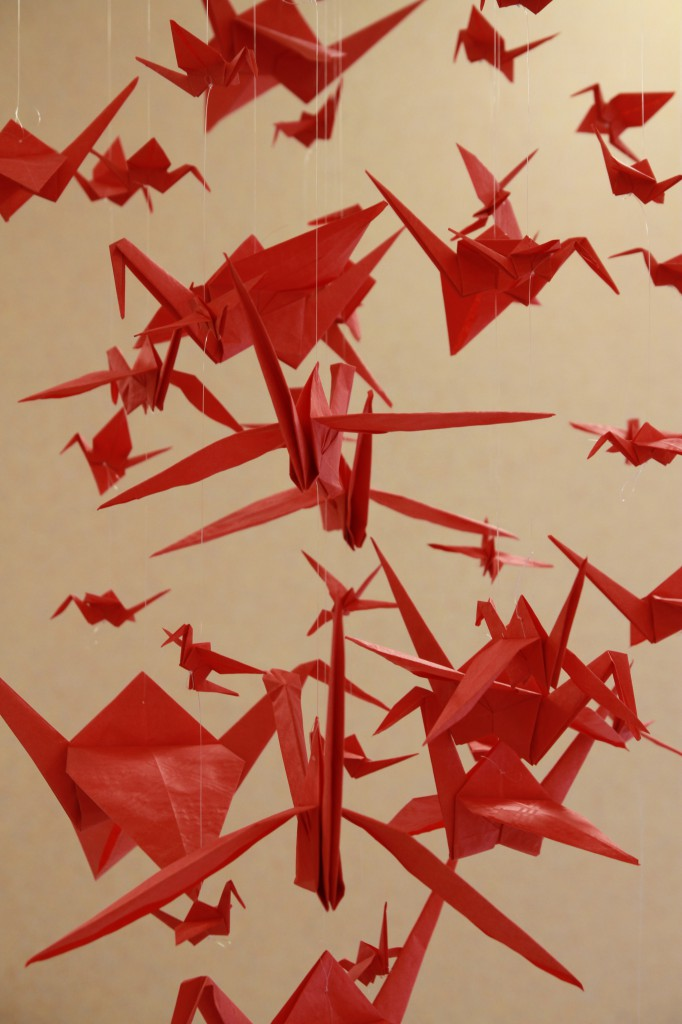 Grues en origami - déco thème voyage