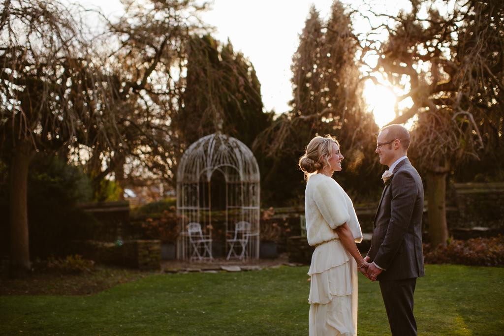 photo de couple mariage parc coucher du soleil