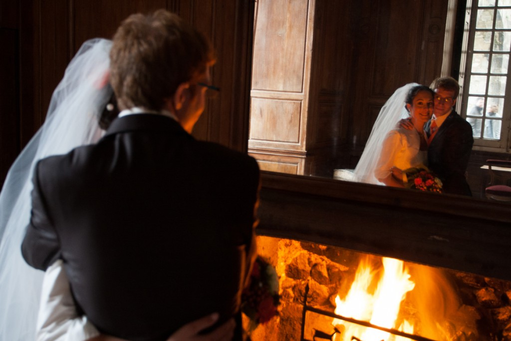 Mme Fox - Photo près de la cheminée intérieure