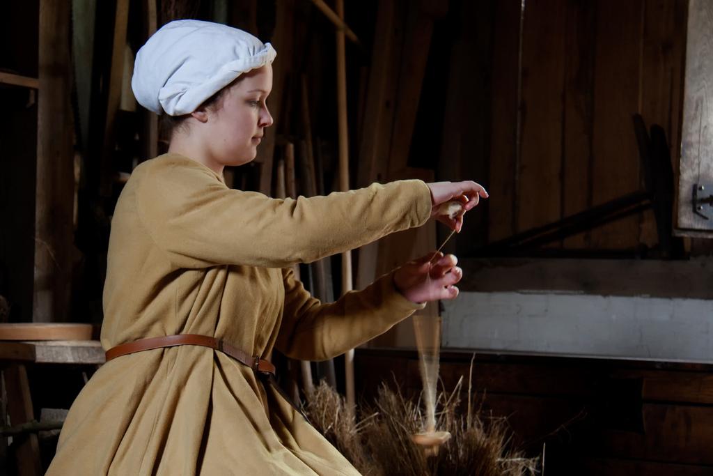 tenue médiévale femme