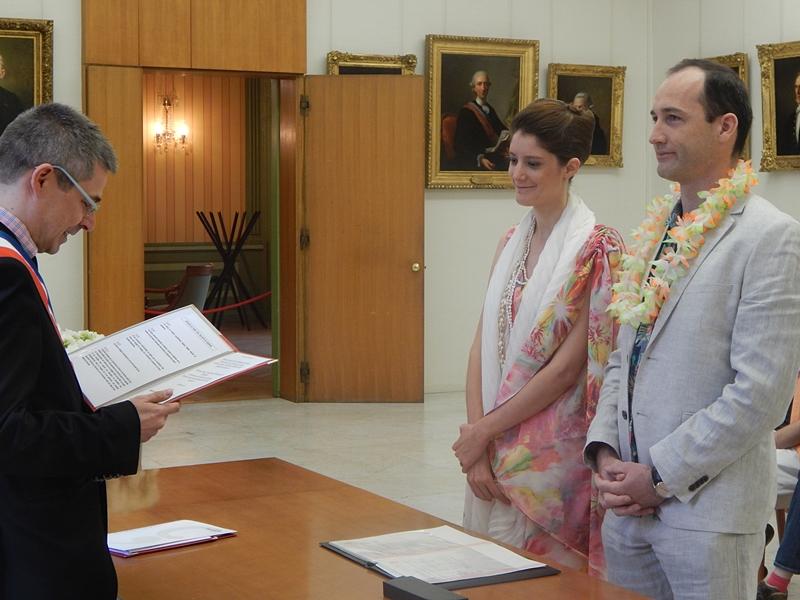 Notre mariage civil au dress code hawaïen !