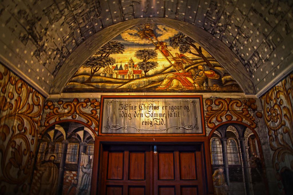 décor intérieur église de Luster