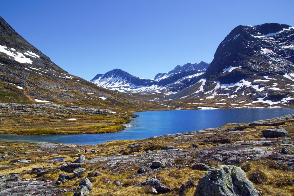 lac en Norvège juste après la route des trolls