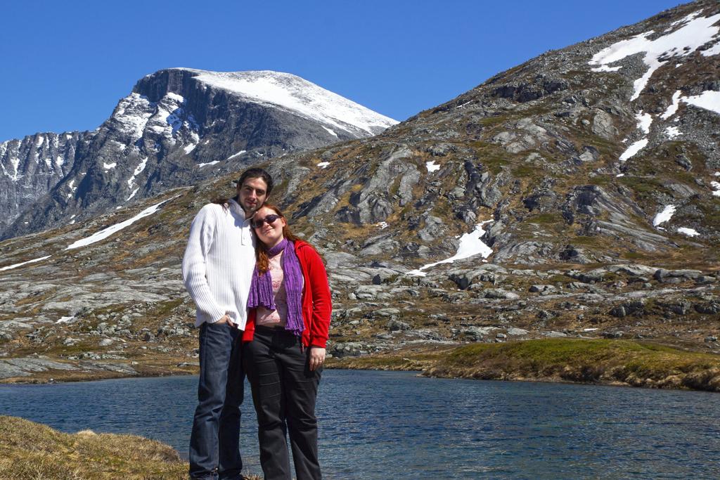 voyage de noces en Norvège lac juste après la route des trolls