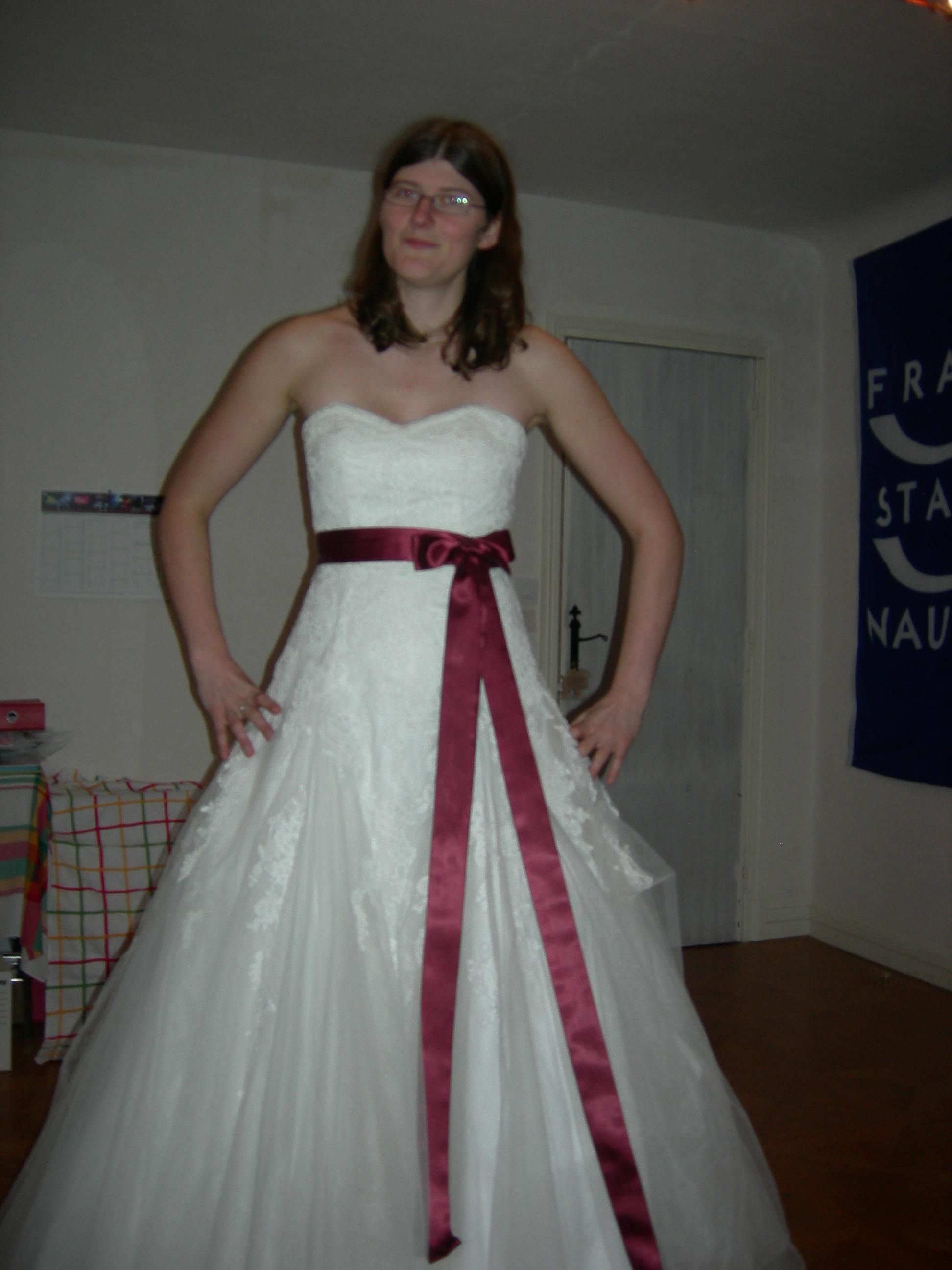 robe de mariée avec ceinture et noeud