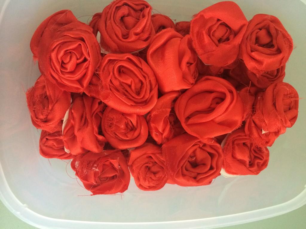 roses rouge en tissu