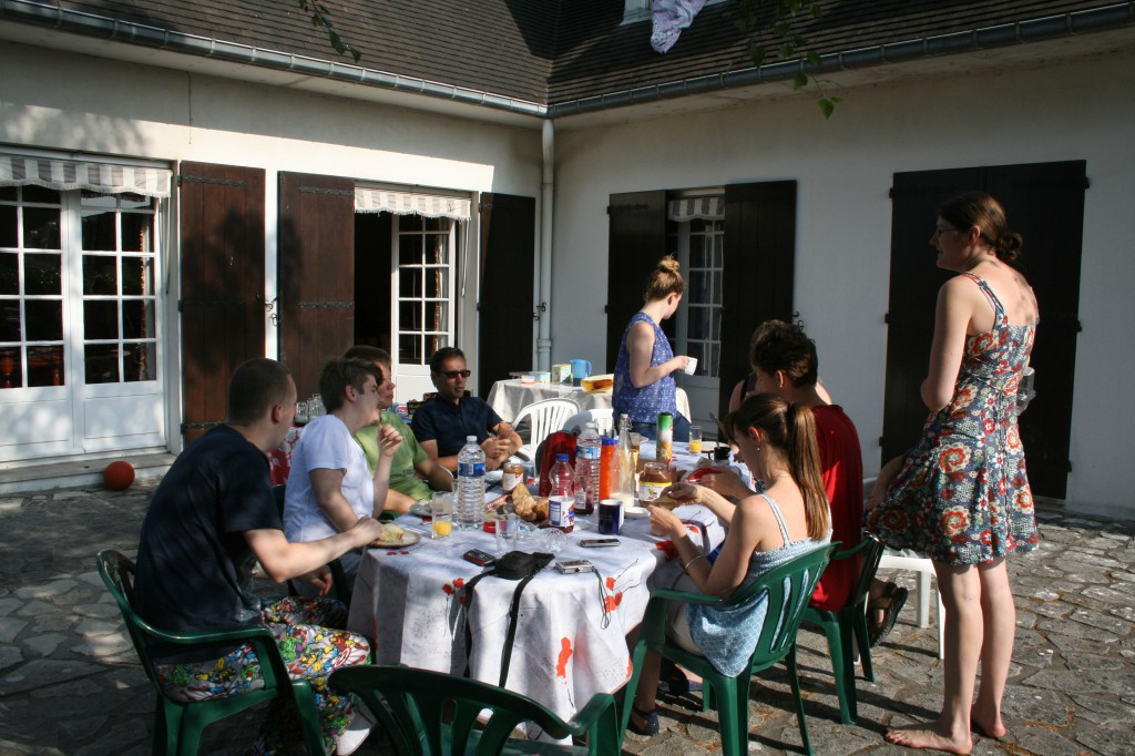 J-1 petit déj en terrasse