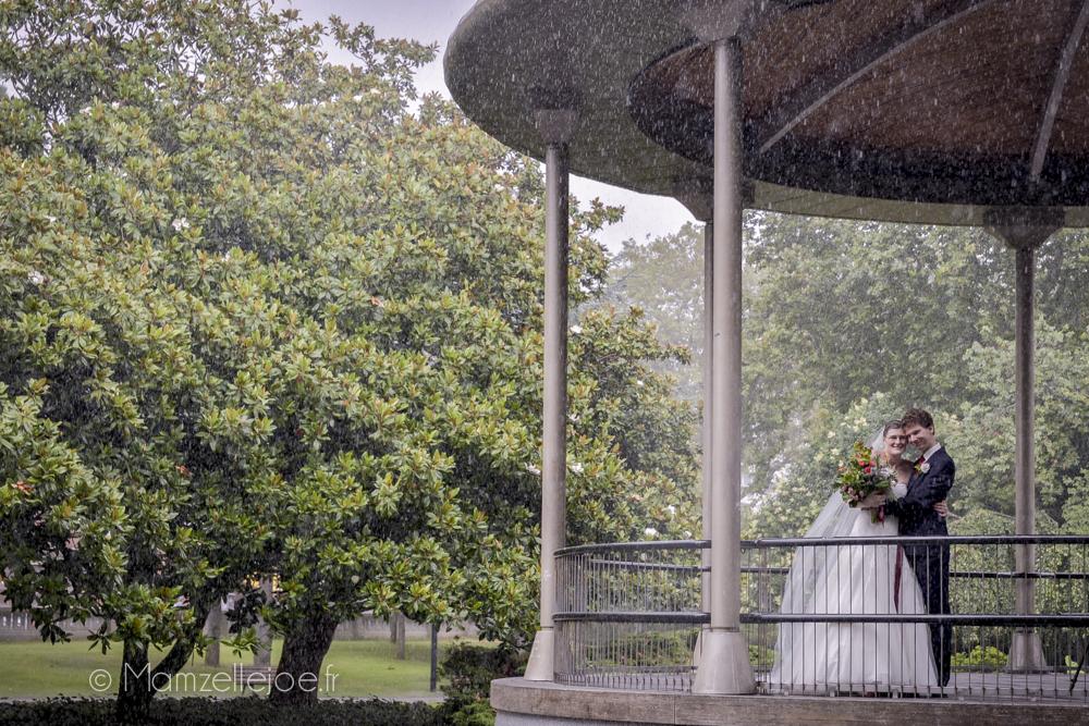 photo de mariage sous la pluie