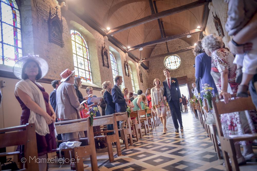 entrée du marié dans l'église