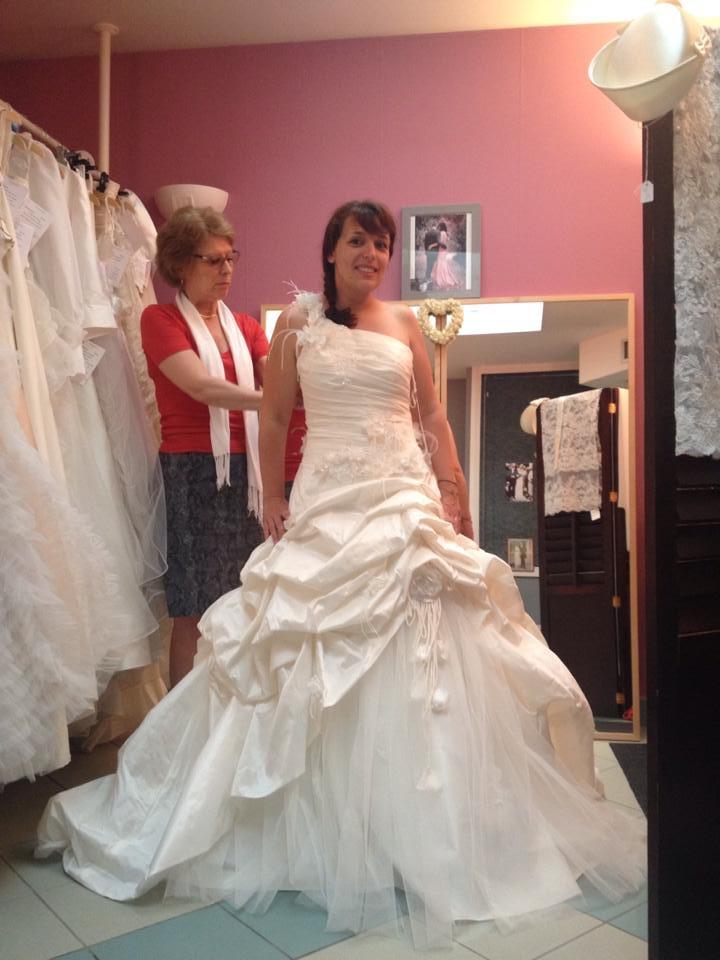 essayage robe de mariée meringue