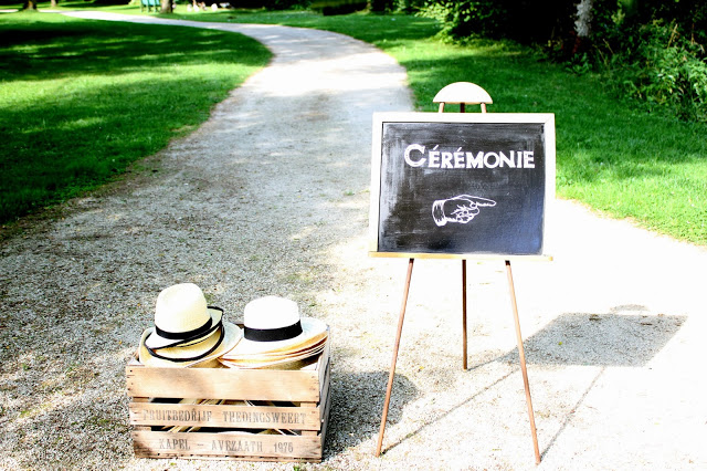 Déroulé de la cérémonie laïque en extérieur : des chapeaux pour les invités ! // Photo : BabouchKatelier