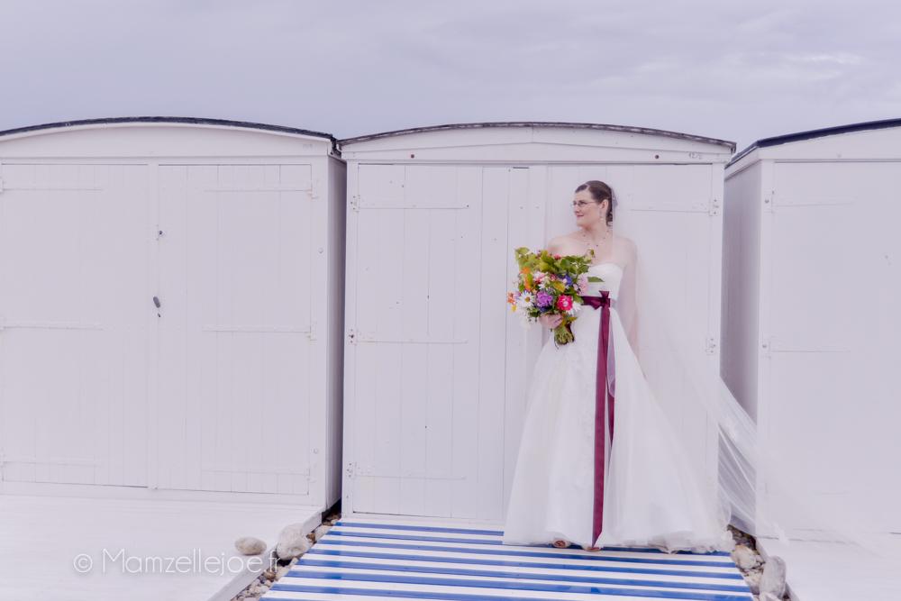 Photo de mariée sur les plages de Normandie / Photo : Mamzelle Joe