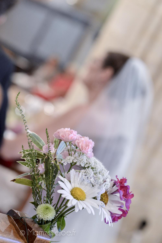 Retour d'expérience : faire soi-même sa décoration florale avec des fleurs du jardin / Décoration champêtre, les bouts de bancs à l'église