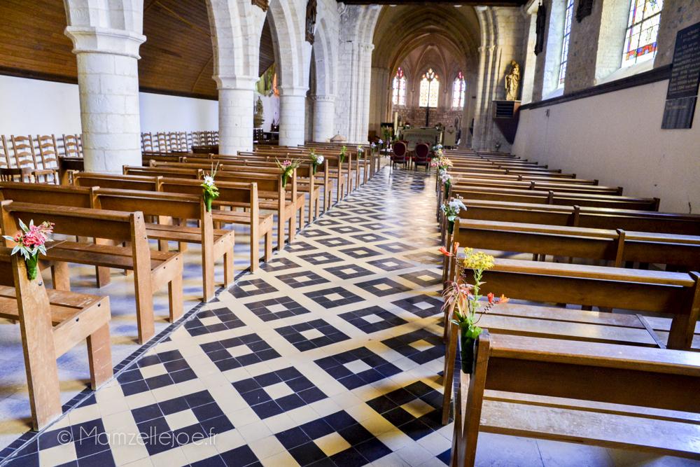 Retour d'expérience : faire soi-même sa décoration florale avec des fleurs du jardin // Décoration des bouts de bancs à l'église