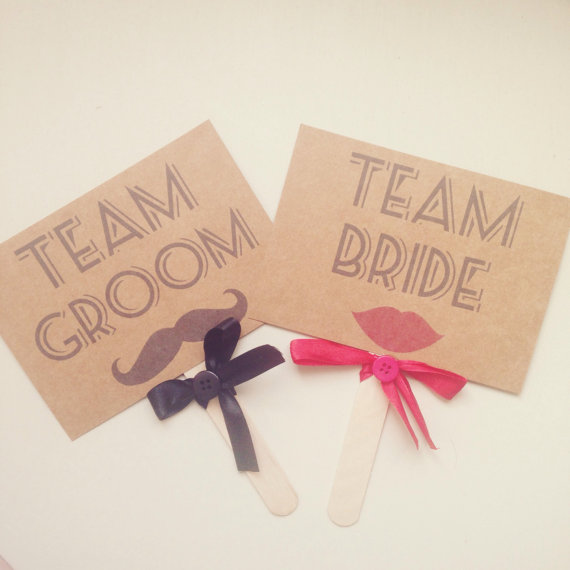 "Pancartes ""team groom"" et ""team bride"""