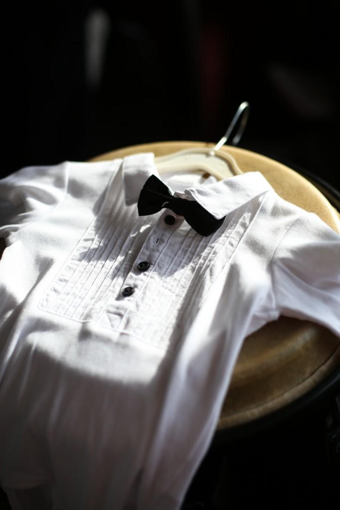 Noeud papillon et chemise blanche : la tenue des enfants pour le mariage