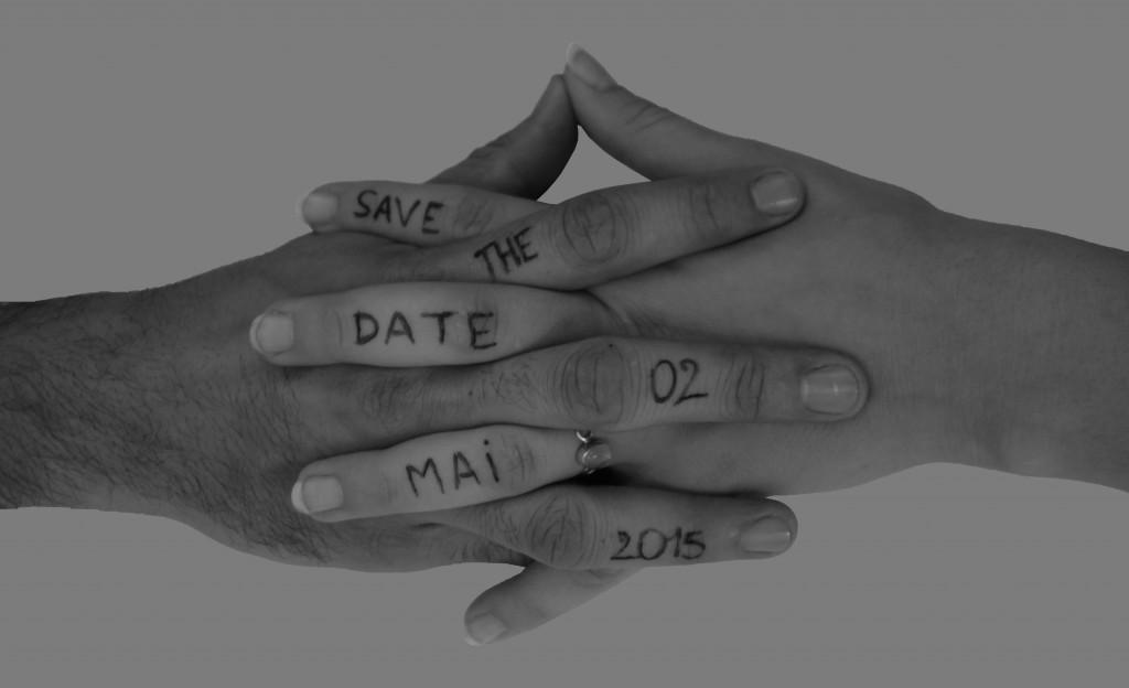 Notre save-the-date avec les mains croisés