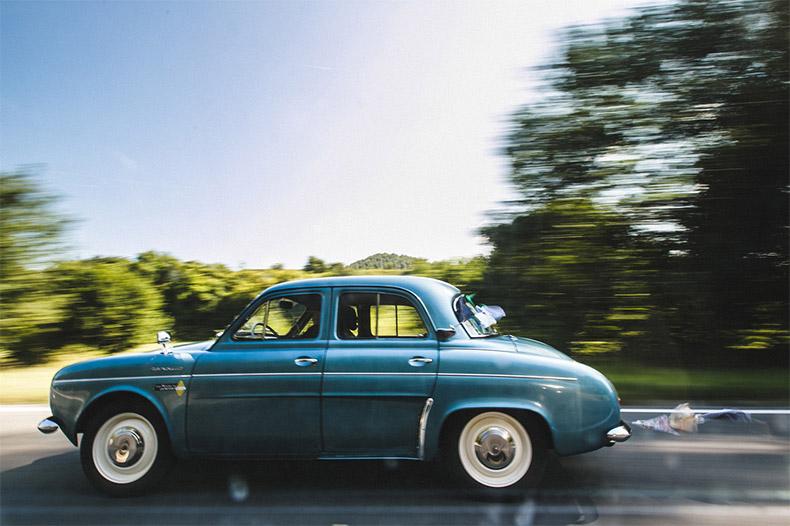 Une Dauphine pour la voiture des mariés