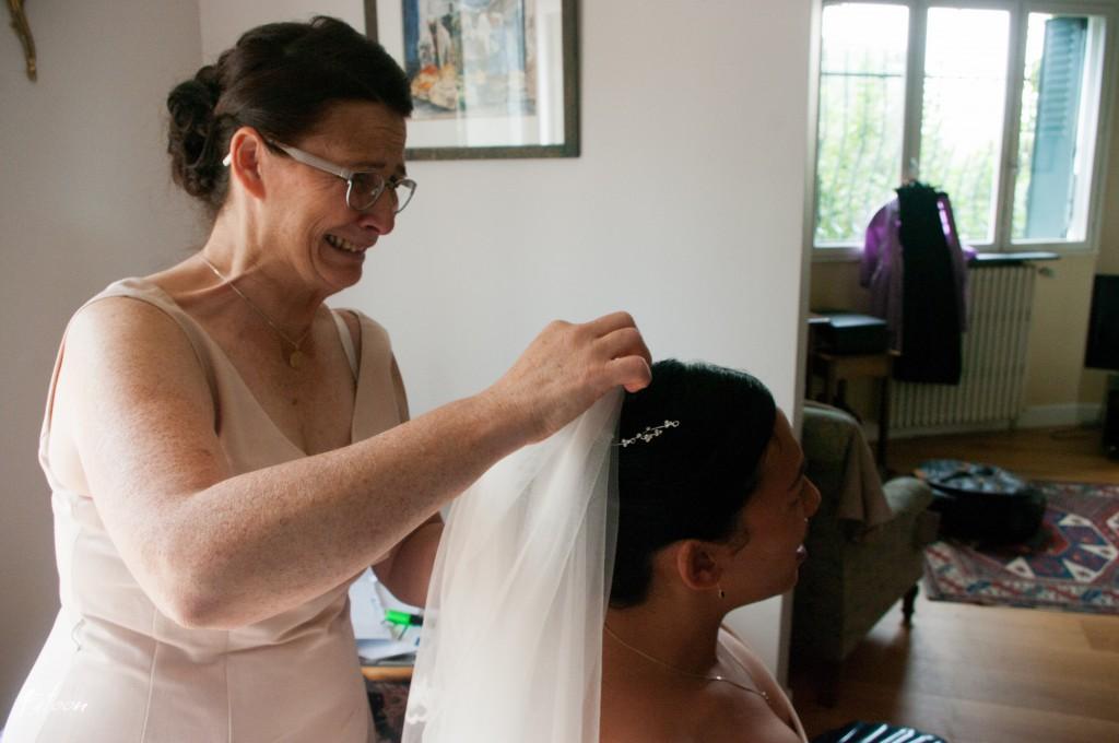 Mise en place du voile par la Maman de la mariée