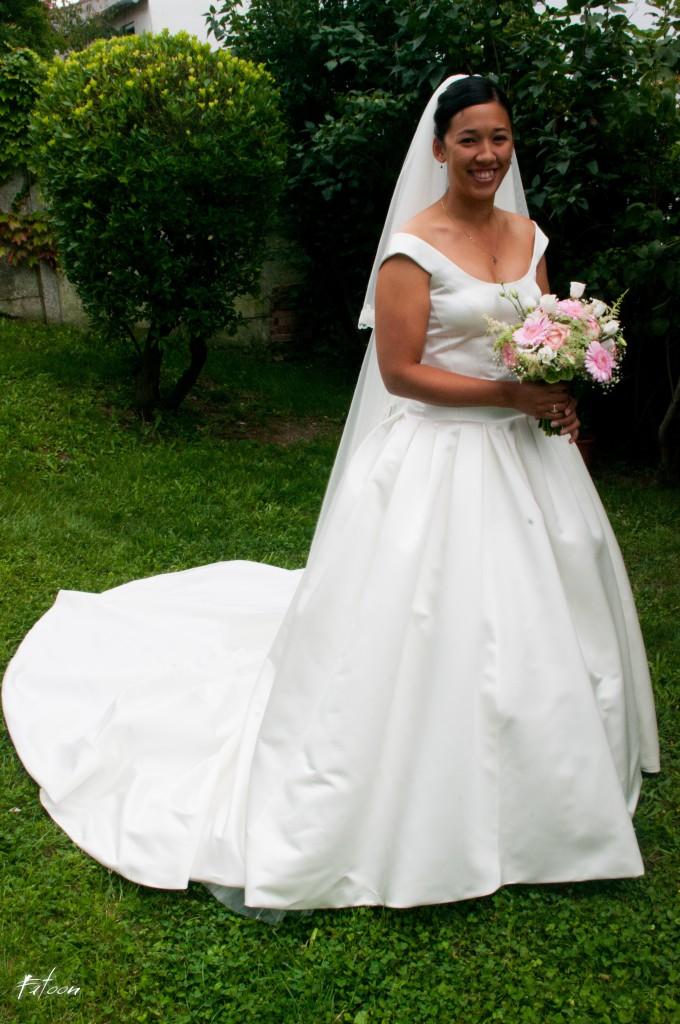 Photo de la mariée dans le jardin familial
