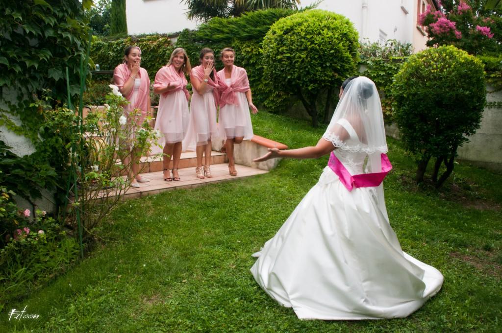 Découverte de la mariée par ses demoiselles d'honneur !