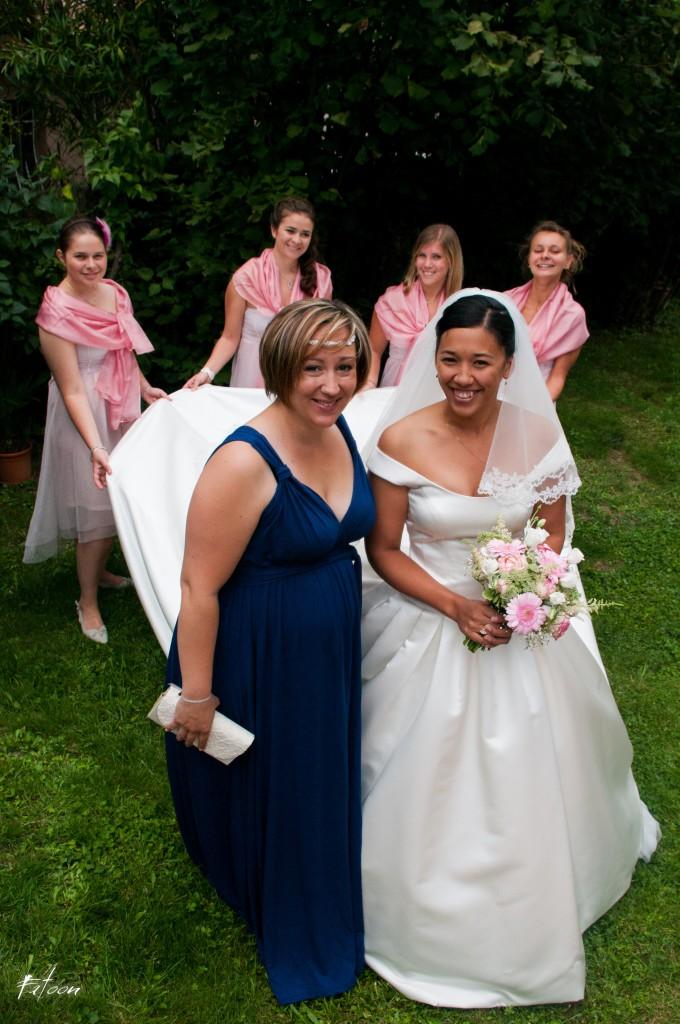 La mariée, ses demoiselles d'honneur et sa témoin