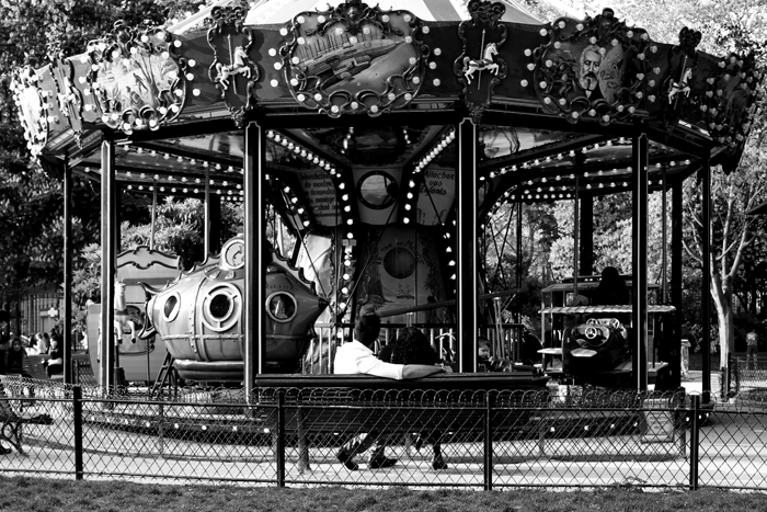 Séance d'engagement au Parc Monceau // Photo : BabouchKAtelier