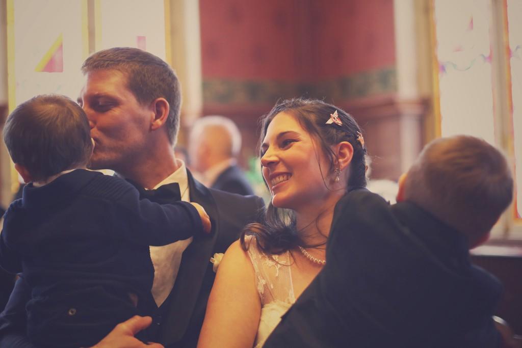 Les mariés et leurs enfants, à la fin de la cérémonie civile / photo : BabouchKAtelier