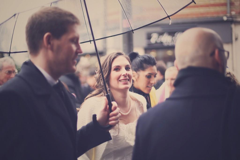Les mariés sous la pluie / photo : BabouchKAtelier