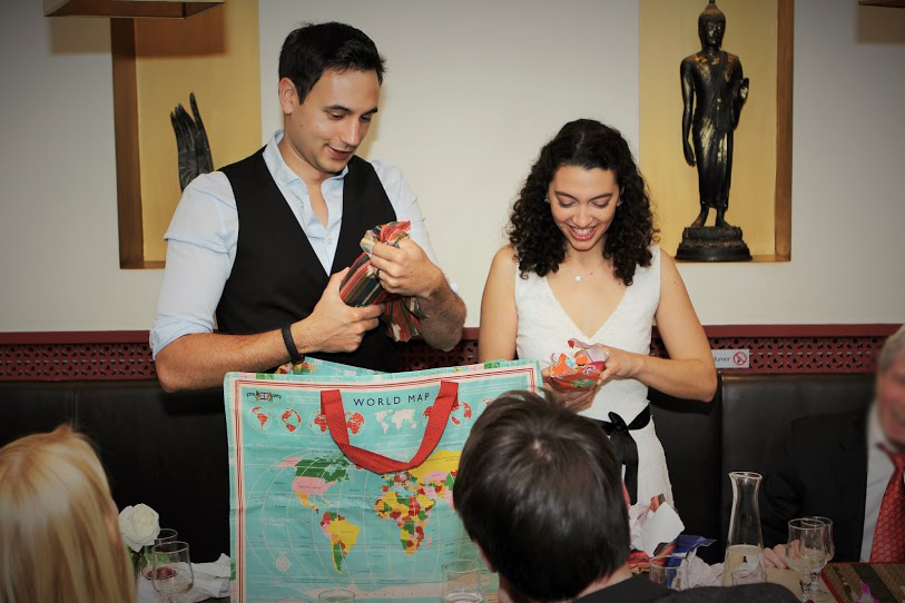 Mon mariage civil parisien en petit comité : le déjeuner  avec les cadeaux à ouvrir