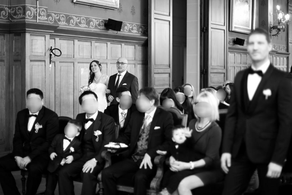 L'entrée à la mairie au bras de mon Papa // Mon mariage en hiver et en origami : notre cérémonie civile entre rires et émotions